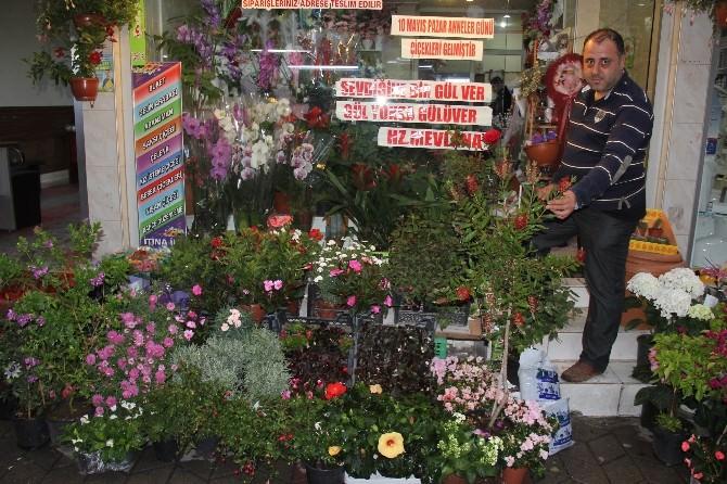 Çiçekçiler 'Anneler Günü'nü Bekliyor