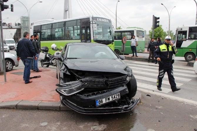 Sendika Başkanının Aracı Ambulansla Çarpıştı: 3 Yaralı