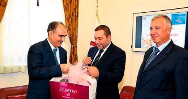 Denktaş'tan Vali Özkan'a ziyaret