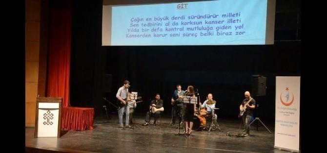 Sağlık Çalışanları Kansere Şarkılarla 'Dur' Dedi
