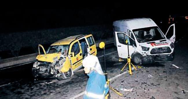 Minibüs ters yöne girdi: 2 ölü, 3 yaralı
