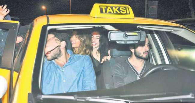 Merve Boluğur ve Eliz Sakuçoğlu taksiye sığamadı