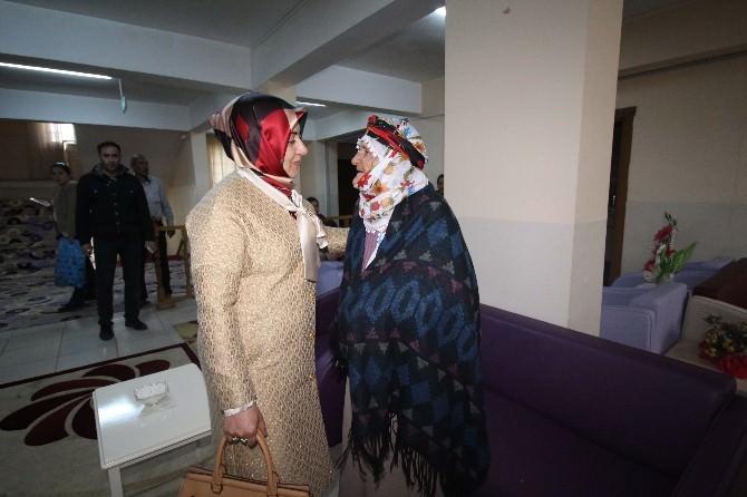 Tuba Işın Huzurevindeki Annelerin Gününü Kutladı