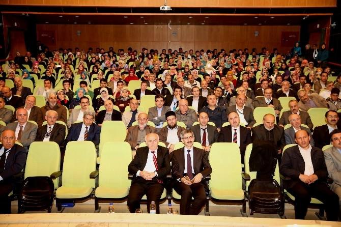 Bayburt Üniversitesi Tarafından Nasıl Bir İlahiyatçı Hedefliyoruz ? Konulu Panel Düzenlendi