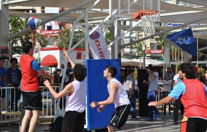Gençlerden Aydın'da Sokak Basketbol Şöleni