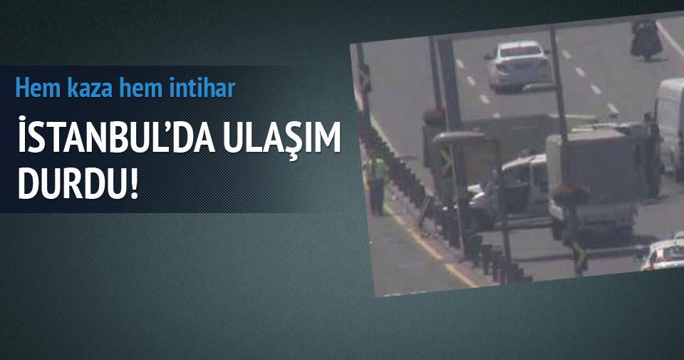 İSTANBUL'DA E-5'TE KAMYON DEVRİLDİ
