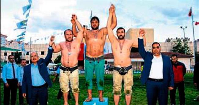Tarsus'ta Recep Kara Başpehlivan oldu