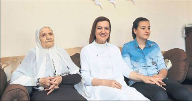 Üç nesil Anneler Günü kutlaması