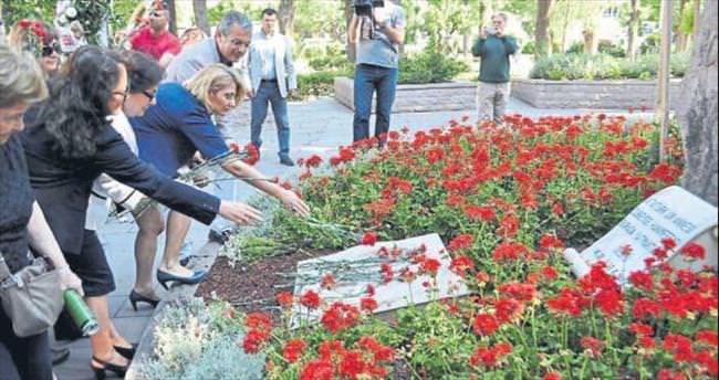 İzmirliler Zübeyde Hanım'ı unutmadı