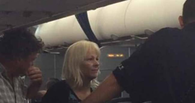 Otizmli yolcu uçaktan atıldı