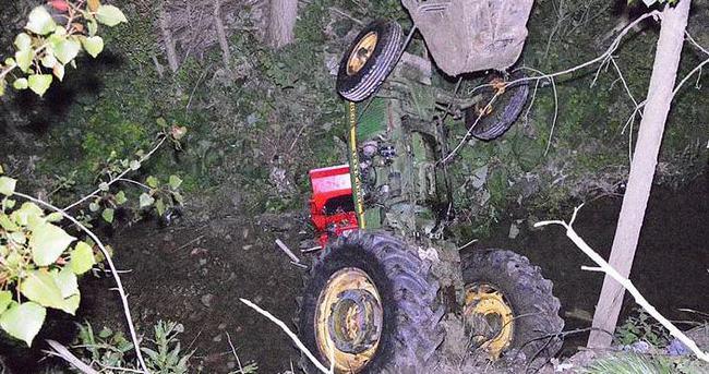 Traktör dereye yuvarlandı,sürücü yaşamını yitirdi