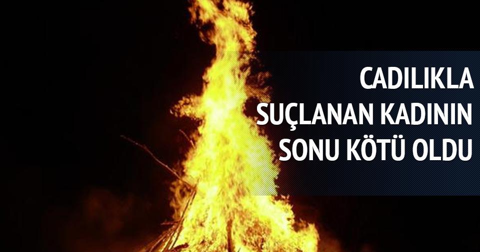Cadılıkla suçlanan kadını çocuğunun önünde yaktılar