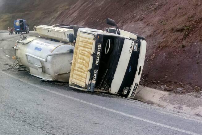 Pöske Dağında Trafik Kazası: 1 Yaralı