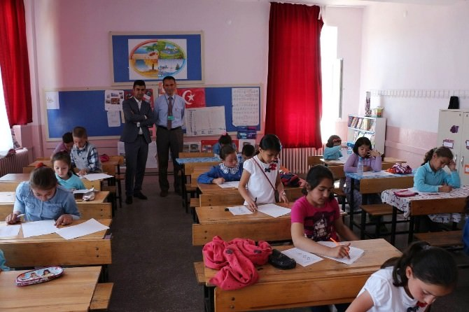Hisarcık'ta Kitap Okuma, Anlama Ve Yorumlama Yarışması İlçe Finali Sınavı Yapıldı