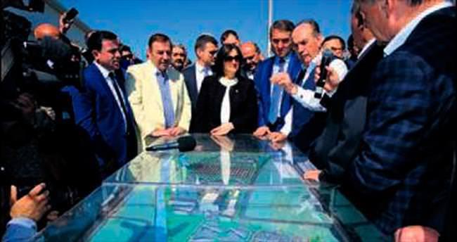 CHP'li başkandan Topbaş'a övgü
