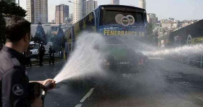 Fenerbahçe Ülker itfaiye aracı ile uğurlandı