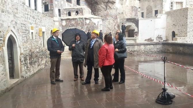 Kültür Bakanlığı Müsteşarı Haluk Dursun'dan Sümela Manastırı'na Ziyaret