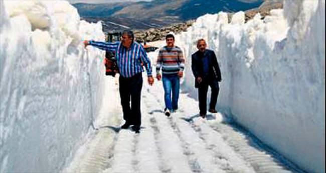 Mayıs'ın ortasında karla mücadele