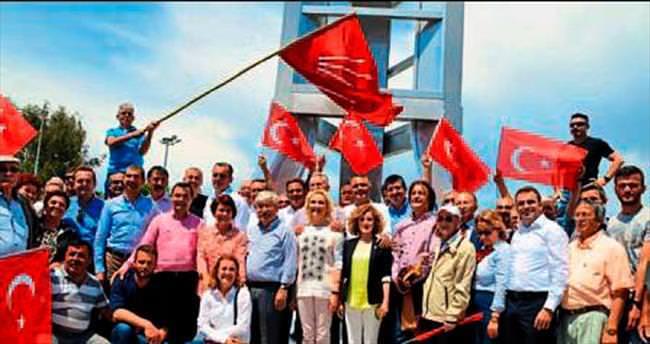 CHP adaylarından seçmenle yürüyüş