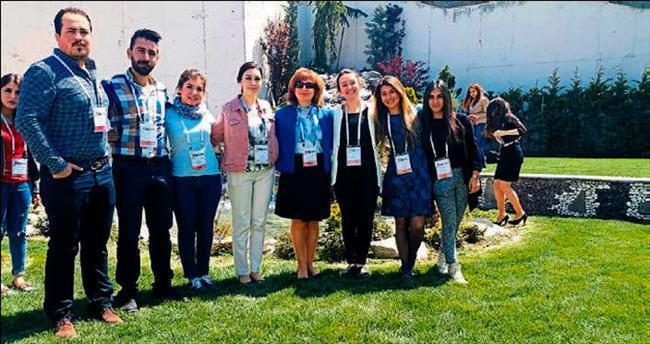 YDÜ'nün hemşire adayları Kayseri'de kongreye katıldı