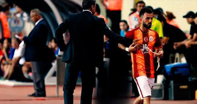 Emre Çolak Hamzaoğlu'nun elini sıkmadı