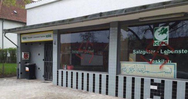 Almanya'da üç ayda 13 camiye saldırı