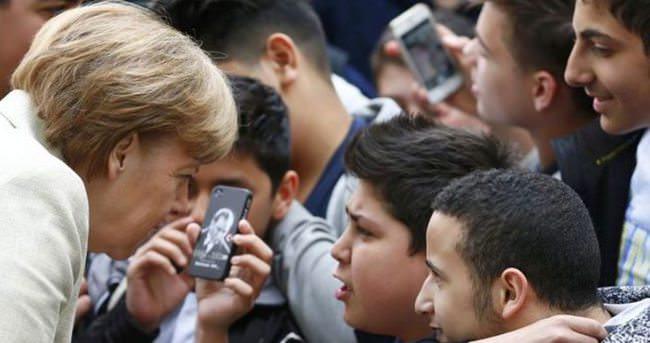 Merkel Türk öğrencilere Atatürk'ü sordu