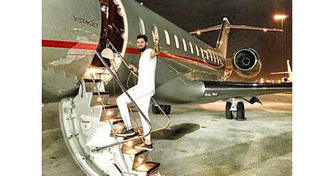 İdo Tatlıses babasının uçağıyla fotoğraf çektirdi