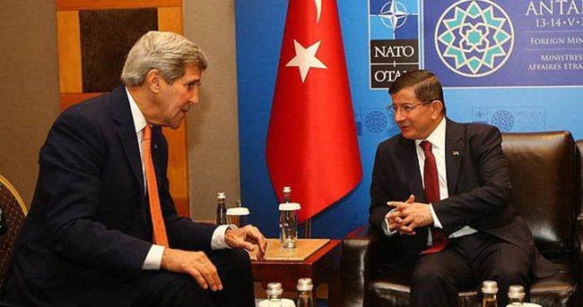 Davutoğlu NATO Dışişleri Bakanları Toplantısı'nda