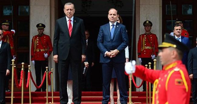 Erdoğan Arnavutluk'ta resmi törenle karşılandı