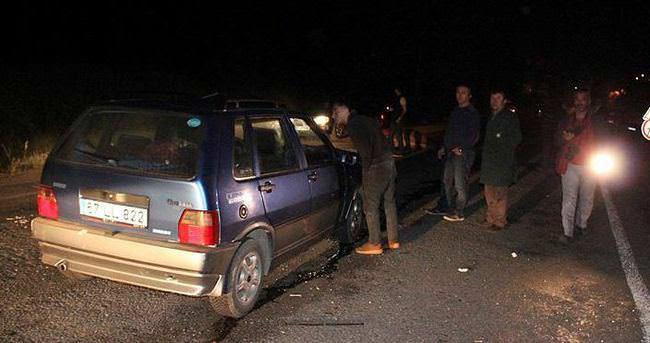 Otomobil ineğe çarptı:4 yaralı