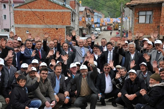 Beton Yola Kavuşan Tahnallılar, Başkan Yılmaz'ı Başbakan Gibi Karşıladı