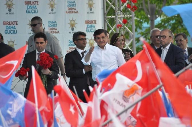 Başbakan Davutoğlu, Uşak'tan Ayrıldı
