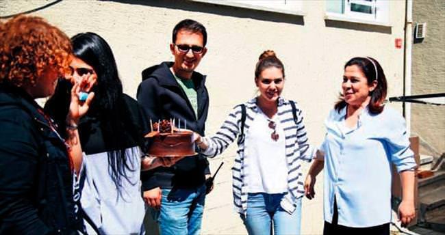 Set ekibinden doğum günü sürprizi