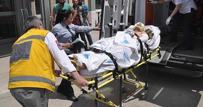 Yakaladığı yılanı yakmak isteyen asker yanarak yaralandı