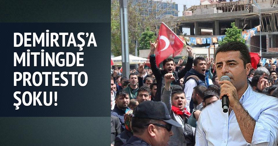 Selahattin Demirtaş'a mitingde protesto şoku