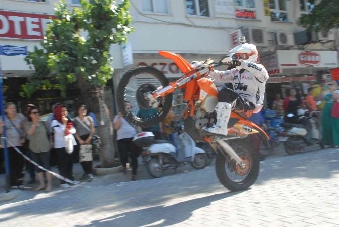 Fethiye Festivali Renkli Görüntülerle Başladı