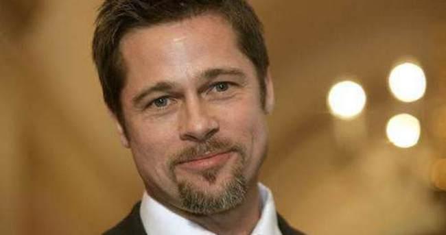 Brad Pitt geliyor