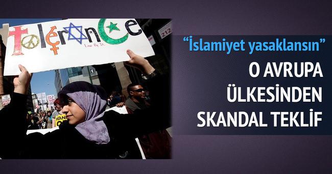 'İslam yasaklansın' teklifi verdi