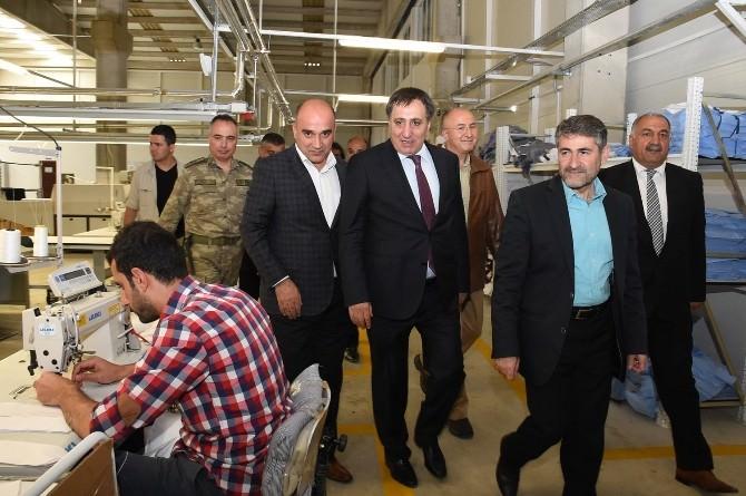 OSB'de Fabrikalar Peş Peşe Açılıyor