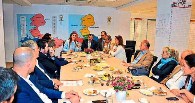 AK Parti adayları bir masada
