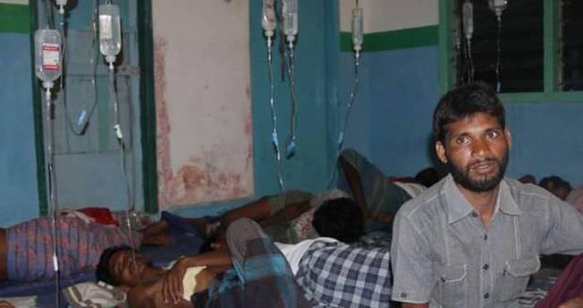 Rohingya Müslümanları geçici barınaklarda