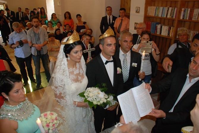 Rum Ortodoks Kilisesinde 145 Yıl Sonra Nikah Töreni