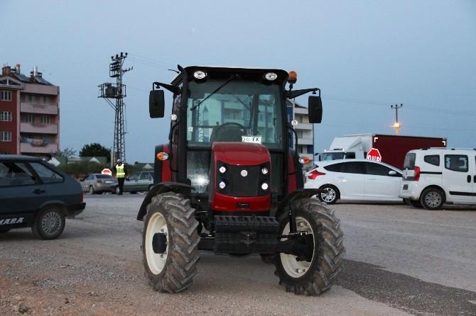 Kavak Yüklü Kamyon Traktöre Çarptı: 1 Ölü, 3 Yaralı