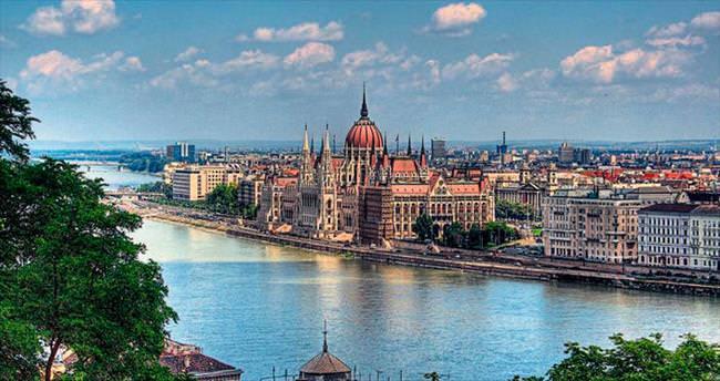 Yemek, şifalı su ve tarih merkezi Budapeşte