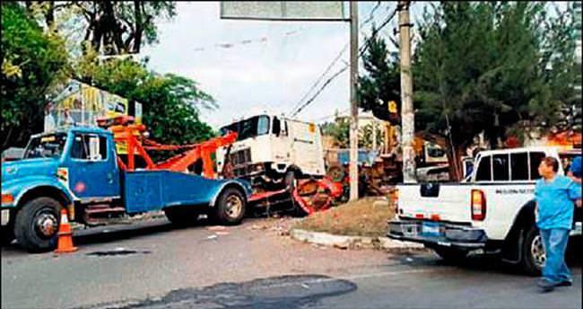 El Salvador'da katliam gibi kaza