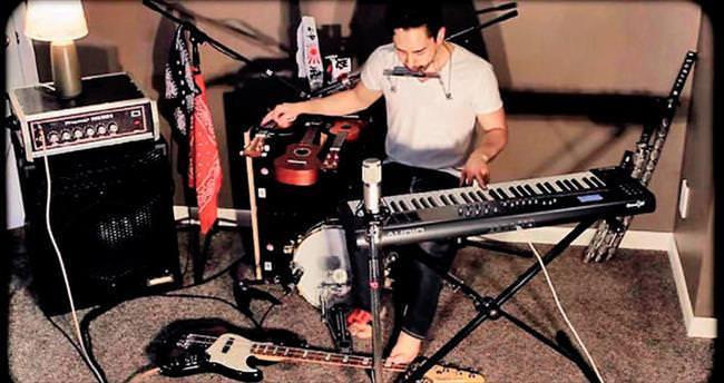 8 enstrümanı tek başına çaldı