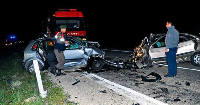 Aksaray'da 3 araç birbirine girdi: 6 ölü