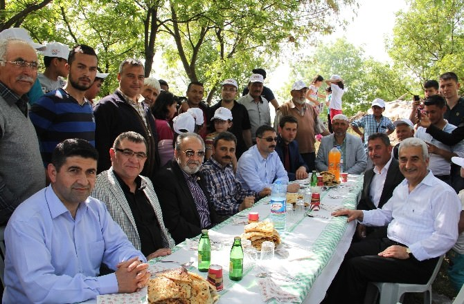 AK Partililer Yağmur Ve Şükür Duasına Katıldı