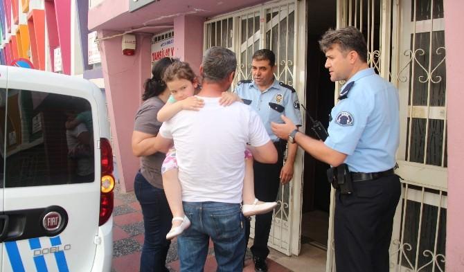 Nikah Salonunda Unutulan Anne Kızı Polis Kurtardı